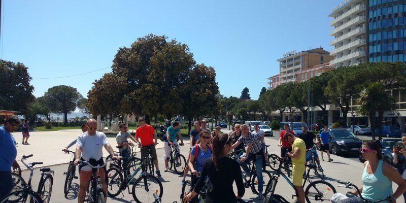 skupina kolesarjev