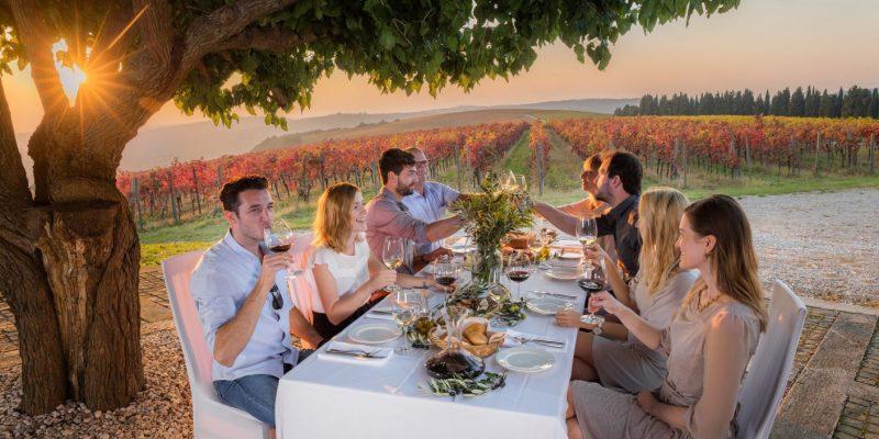 Večerja pod drevesom _ par z vinom
